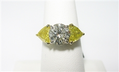 18K YELLOW AND WHITE DIAMOND RING 3.71 C.T.W.